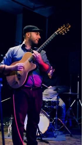 Mario Romano alla chitarra manouche